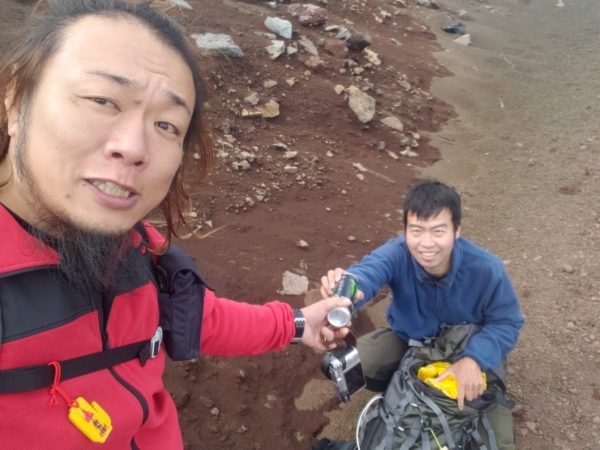 主 ニコ 富士山 事故 生 滑落